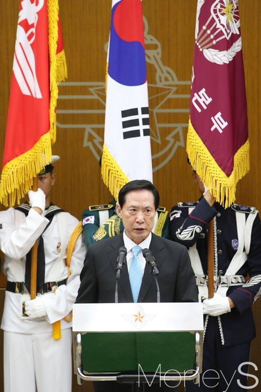 [머니S포토] 새로운 각오 다지는 송영무 신임 장관