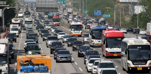 [교통상황]비오는 주말, 일부 고속도로 혼잡… 오후 6시쯤 해소