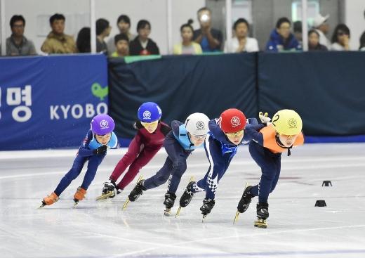 지난해 열린 교보생명컵 꿈나무체육대회 쇼트트랙 경기 모습.