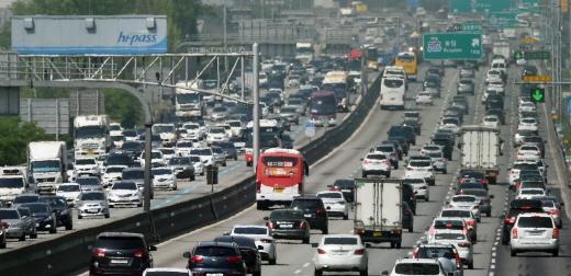 전국 고속도로 정체가 오후 6~7시쯤 해소될 전망이다. /사진=뉴시스 DB
