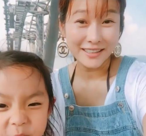 현영, 임신 18주 태교여행… 붕어빵 딸과 함께한 일상
