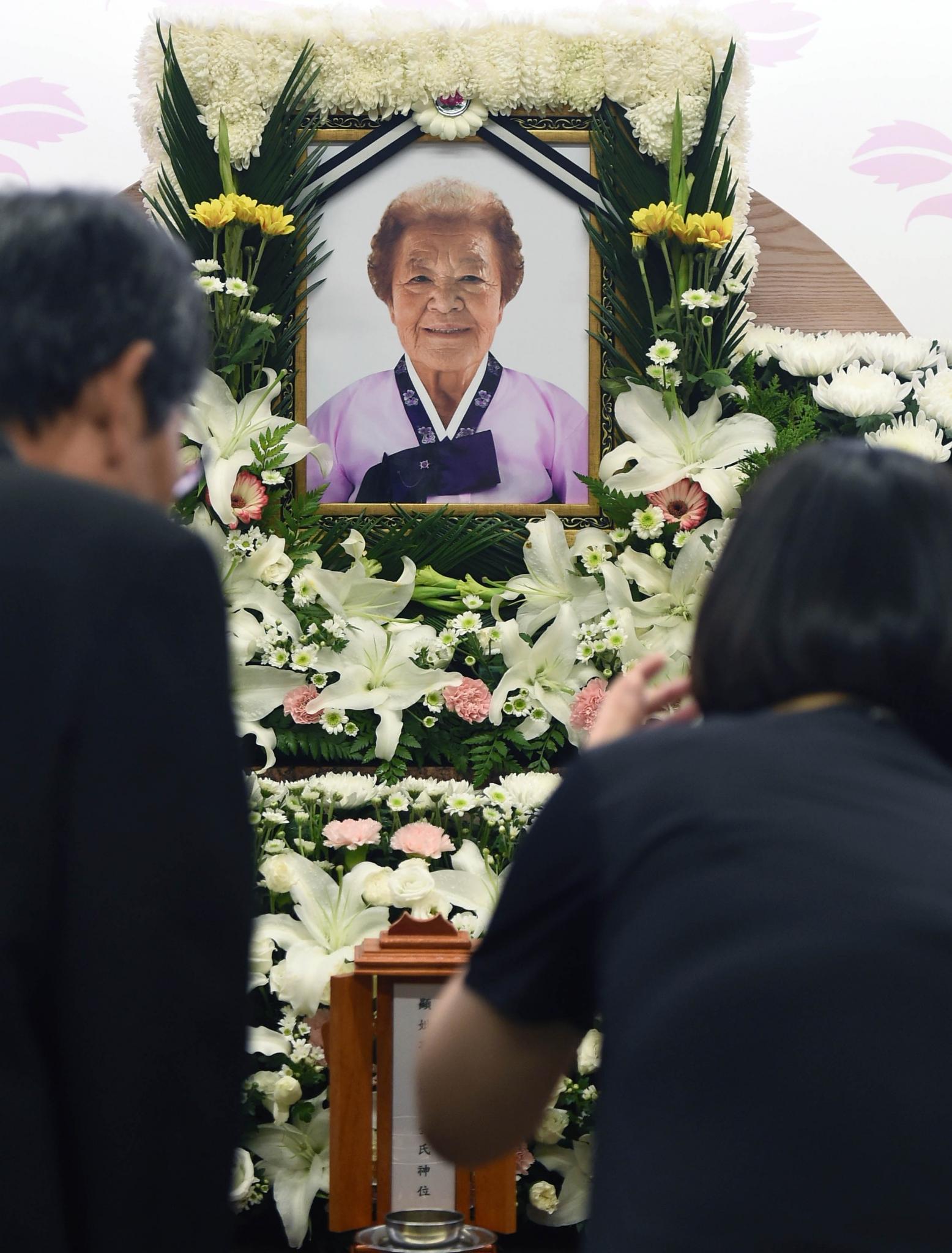 김군자 할머니. 23일 경기 성남시 분당차병원 장례식장에 마련된 위안부 피해자 김군자 할머니 빈소에 조문객의 발길이 이어지고 있다. /사진=뉴시스