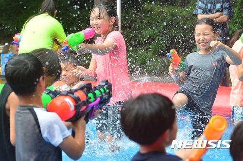 [오늘 날씨] 장마전선 영향 '흐리고 비'… 충청·남부 천둥번개 주의