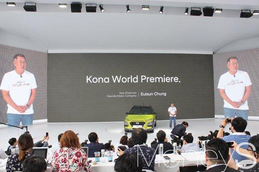 지난달 13일 현대 모터스튜디오 고양에서 열린 코나 론칭행사에서 발표 중인 정의선 현대자동차 부회장.