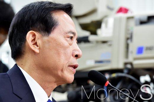 정부 北미사일 발사 강력 규탄. 사진은 송영무 국방부 장관. /자료사진=임한별 기자