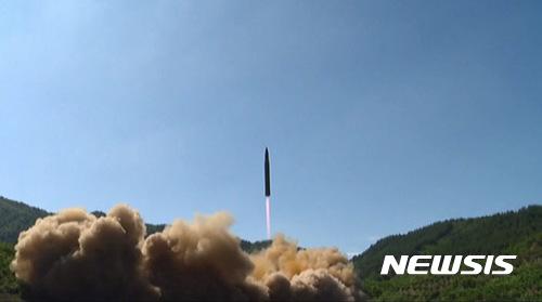 '러시아' 'ICBM'. 사진은 북한 '화성-14' 시험발사 장면. /사진=뉴시스 (조선중앙TV 캡처)