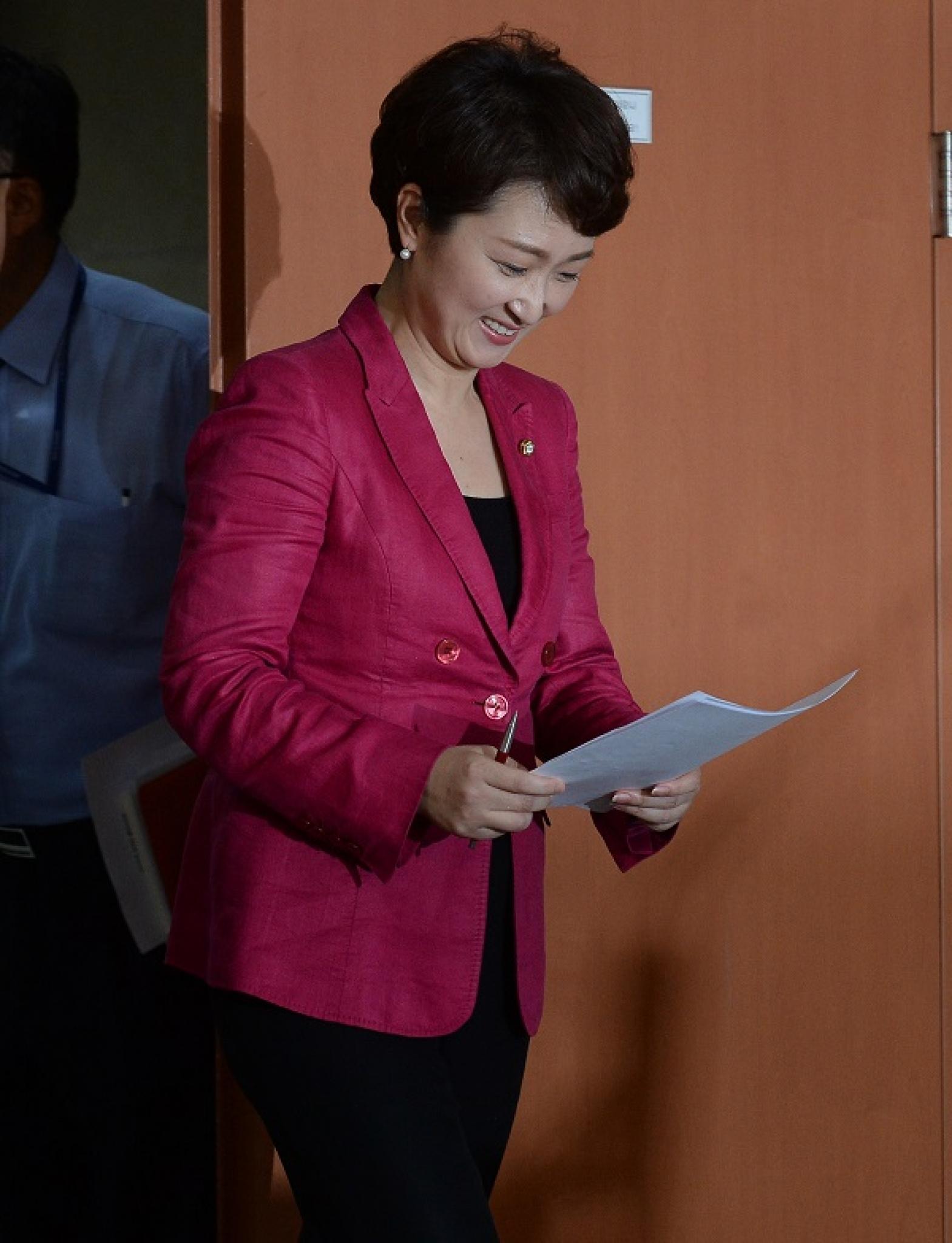 이언주 국민의당 의원이 11일 오후 서울 영등포구 여의도 국회 정론관에서 당 대표 출마 기자회견을 위해 입장하고 있다. /사진=뉴시스