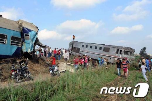이집트 알렉산드리아 외곽에서 발생한 열차 충돌 현장. /사진=뉴스1(AFP)