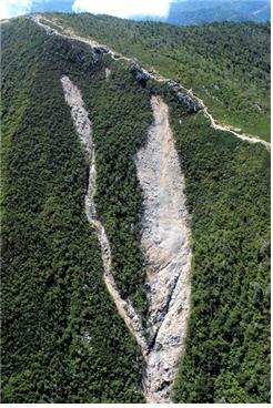 산사태. 폭우로 인한 산사태로 훼손된 설악산 대청봉 동사면. /사진=녹색연합 제공