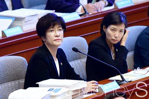 [머니S포토] 대한상의 가려다 발걸음 돌린 김영주 장관