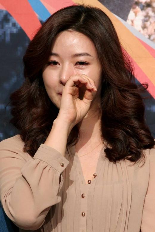 송선미가 12일 오후 서울 목동 SBS에서 열린 사회공헌 프로젝트 'SBS 희망TV 24' 제작발표회에 참석하고 있다.