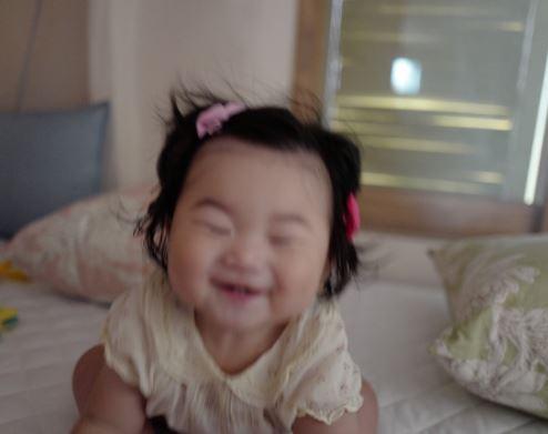 """장윤주 딸, 리사 엄마 똑닮은 눈웃음 매력… """"사랑스러워"""""""