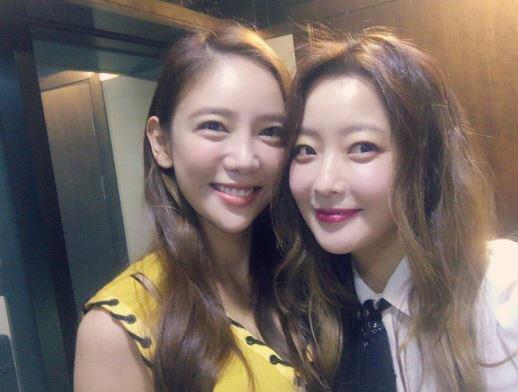 이태임, 김희선과 종방연 인증샷… '품위있는 그녀들'