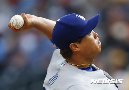 류현진인 6이닝 1실점으로 호투하며 시즌 5승을 달성했다. /사진=뉴시스(AP 제공)
