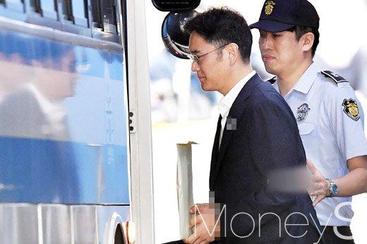 [머니S포토] 삼성 이재용 부회장, 1심에서 징역 5년 선고