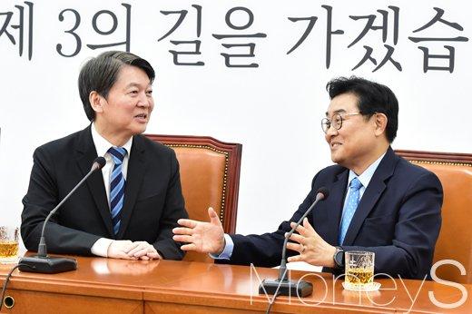[머니S포토] 안철수 만난 전병헌, 무슨 대화 나눴을까