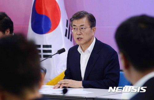 [리얼미터 여론조사] 문재인 대통령 지지율 73.4%… 부정평가 소폭 상승