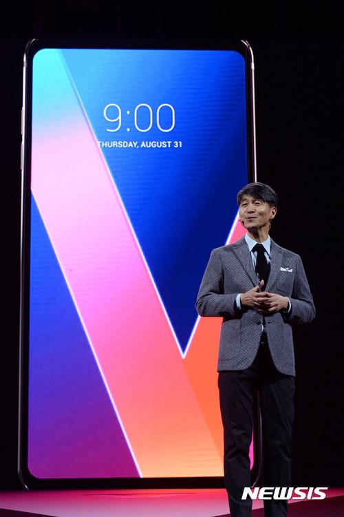 LG, 독일 베를린서 'V30' 공개… OLED 풀비전 디스플레이