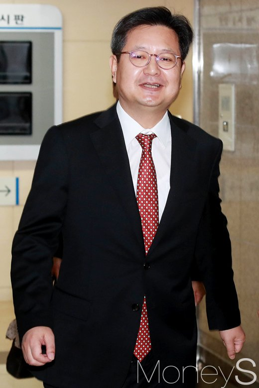 [머니S포토] 고용노동부 출석한 김장겸 사장