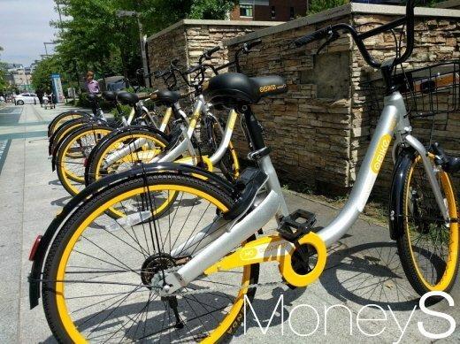서울시에 놓인 공유자전거. 이 자전거는 현재 제도적 근거가 없어 방치자전거로 분류된다. /사진=박정웅 기자
