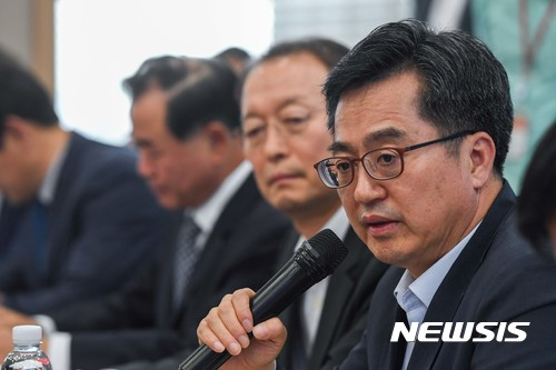 김동연 부총리, 14일 개신교계 방문… '종교인 과세' 협조 요청