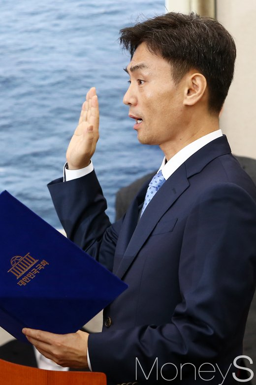[머니S포토] 사퇴 압박에도 청문회 출석한 박성진