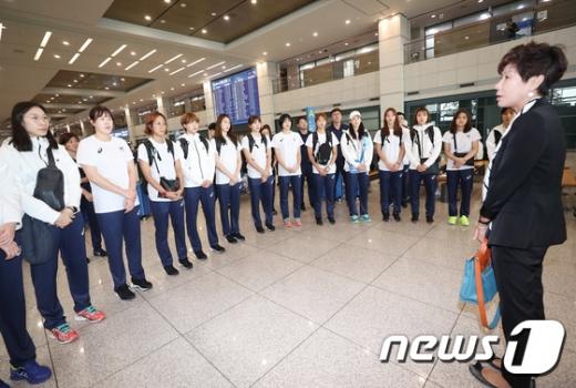 여자배구 대표팀 귀국, '전패'에도 이재영·하혜진 발굴 성과