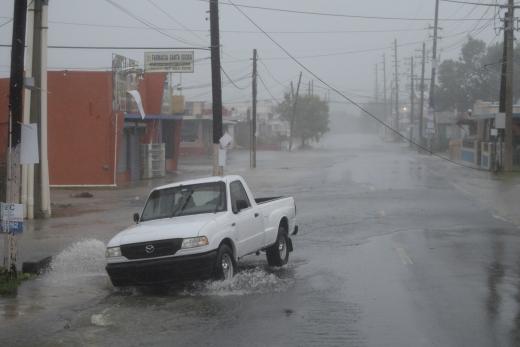 플로리다 허리케인. 지난 6일(현지시간) 허리케인 어마가 강타한 카리브해 푸에르토리코 파하르도에서 폭우와 함께 강풍이 불고 있다. /사진=뉴시스(AP 제공)
