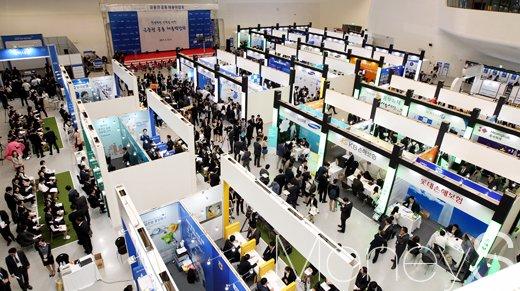 13일 서울 동대문 디자인플라자(DDP)에서  열린 금융권 공동 채용박람회장 모습./사진=임한별 기자