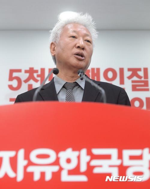 """자유한국당 혁신위 """"박근혜 전 대통령에 자진탈당 권유해야"""""""