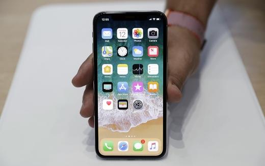 지난 12일(현지시간) 공개된 아이폰X는 출고가가 999달러(약 113만원)에 달한다. /사진=뉴시스/AP