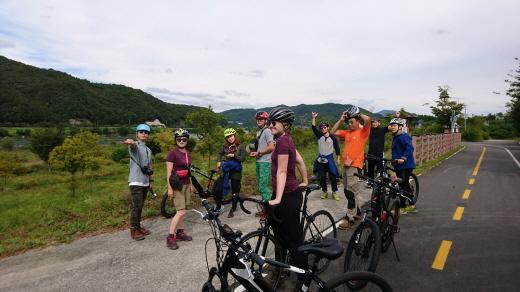 백패킹에 삼천리자전거를 이용하는 캠프 참가자들. /사진제공=삼천리자전거
