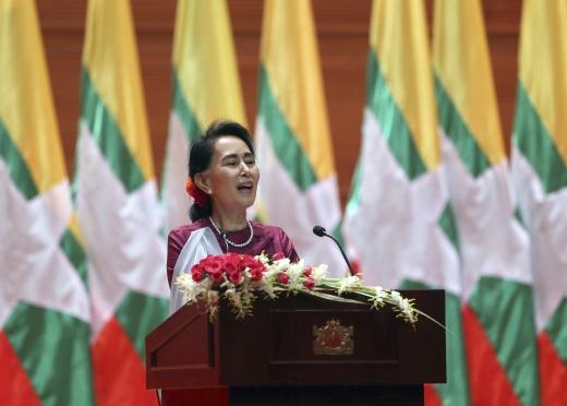 로힝야족. 아웅 산 수지 미얀마 국가고문이 19일(현지시간) 수도 네피도에서 로힝야 사태에 대한 TV 연설을 하고 있다. /사진=뉴시스(AP 제공)