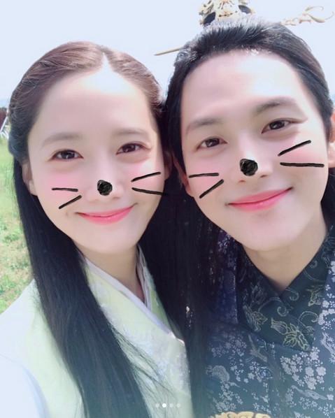 """'왕사' 종영, 윤아·임시완·홍종현과 커플샷… """"안녕, 원산린"""""""