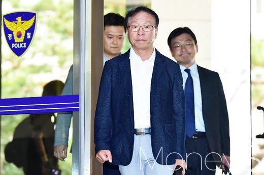[머니S포토] 김광석 친형, 고발인 신분으로 경찰 출석