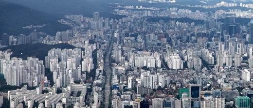 다음달 서울서 가점제 적용 물량 5000여가구가 공급된다. 사진은 서울 시내 한 아파트 밀집 지역. /사진=뉴시스 DB