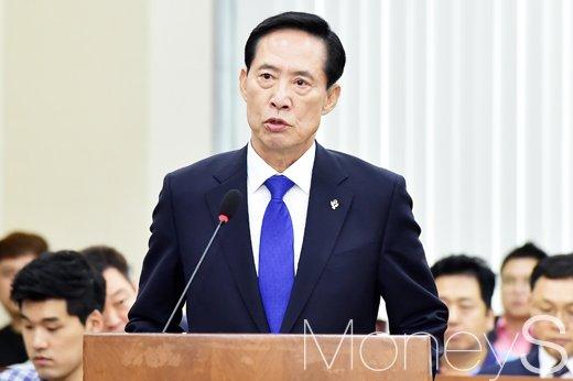 철원 총기 사고. 사진은 송영무 국방부 장관. /사진=임한별 기자