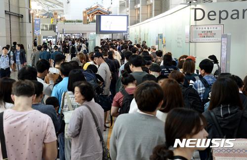 인천공항 비정규직 2000명 '임시법인'으로 소속 전환… 협력사 10곳 조기 계약해지