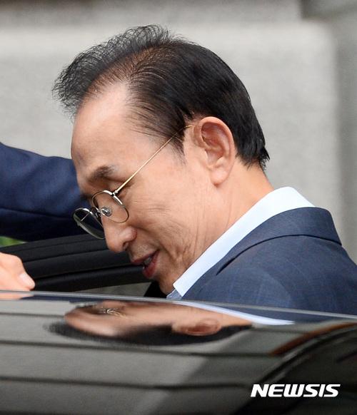 """이명박, 적폐청산 기조 비난 """"퇴행적 시도… 결국 성공 못할 것"""""""