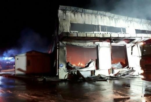 충북 음성 물류창고서 불. 29일 오후 7시38분쯤 충북 음성군 대소면 대풍리 한 물류 창고에서 화재가 발생했다. /사진=음성소방서 제공