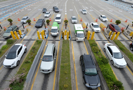 10월 2일 자정부터 5일 자정까지 고속도로 통행료가 면제된다. 사진은 성남시 궁내동 서울 요금소. /사진=뉴시스 DB