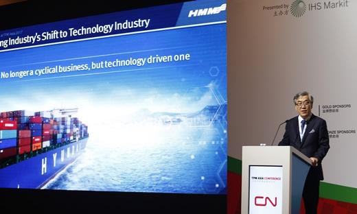 유창근 현대상선 사장이 중국 심천에서 개최된 TransPacific Maritime 아시아 콘퍼런스에서 기조연설을 하고 있다. /사진=현대상선 제공