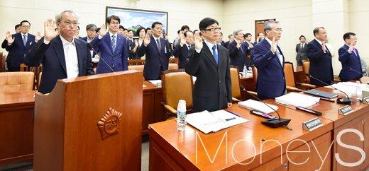 [머니S포토] 11개 기관 국감, '최저임금과 근로시간 단축' 쟁점
