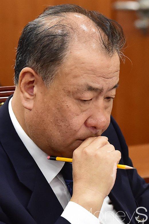[머니S포토] 산적한 문제 고심하는 어수봉 위원장