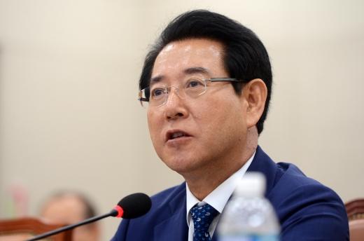 핏불테리어. 사진은 김영록 농림축산식품부 장관. /사진=뉴시스