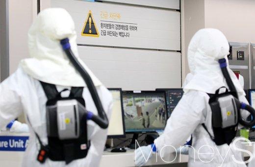 [머니S포토] 감염예방 차단된 응급실