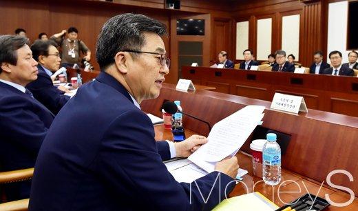 [머니S포토] 관광산업 중요성 역설하는 김동연