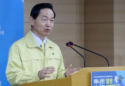 김상곤 사회부총리 겸 교육부 장관이 지난 15일 오후 서울 종로구 정부서울청사에서 기자회견을 하고 있다. /사진=뉴스1
