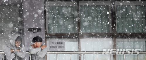 [내일 날씨] 전국 흐림, 곳곳 눈 소식… 당분간 추위 계속