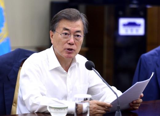 오늘 혁신성장 전략회의 주재. 문재인 대통령이 지난 7월17일 서울 종로구 청와대에서 수석보좌관 회의를 주재하고 있다. /사진=뉴시스